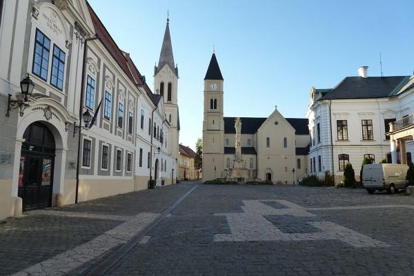 Hány magyar város főterét ismered fel a következő 6-ból? - Tedd próbára a tudásod!