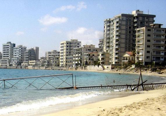 Napjainkban ilyen lehangoló látványt nyújt az egykor zsúfolt tengerpart.