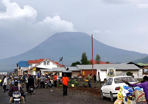 Az afrikai Goma a Nyiragongo-hegyhez közel található, mely 1882 óta tucatnyi alkalommal tört ki, 1977-ben például legalább 70 ember halálát okozva.
