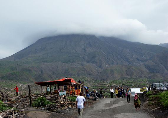 Az indonéz Yogyakartában több mint másfélmillió ember él, közülük sokan egyenesen a máig különösen aktív vulkán, a Merapi lejtőin.