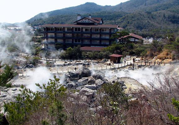 A japán Shimabarát, melynek 48 ezer lakója van, az Unzen-hegy fenyegeti. A vulkáni aktivitás 1792-ben 15 ezer embert ölt meg.