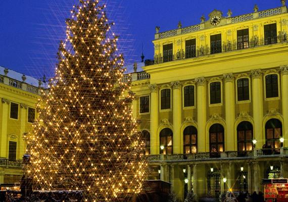 Bécs népszerű adventi vásárának köszönhetően a világ egyik karácsonyfővárosa. A nagy felbontású képért kattints ide!