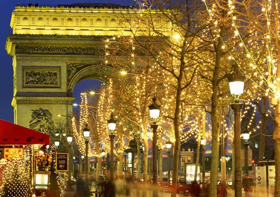 Gyönyörű karácsonyi fények Párizsban. A nagy felbontású képért kattints ide!