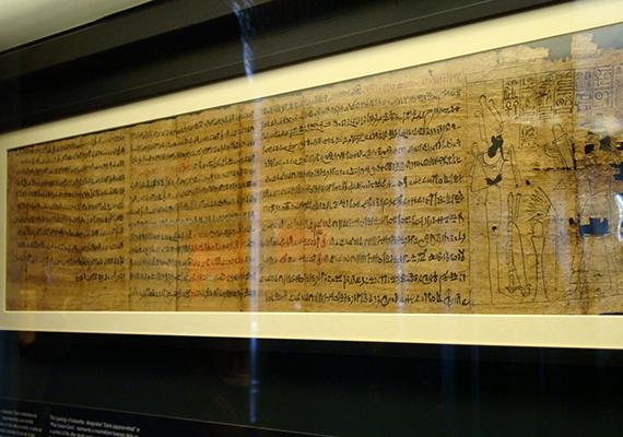 A Vatikán egyik legtitokzatosabb látnivalóját jelenti a halálkultusz legjelentősebb ókori egyiptomi emléke, a Halottak könyve, melynek részlete a képen is látható. A dokumentum, melyhez mind a mai napig babonás félelmek kötődnek, a Vatikáni Múzeumban látható. Ha többet szeretnél tudni róla, kattints ide!