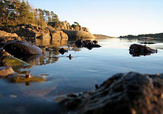 Ősi, északi mítoszok hangulatát idézi minden, a szigetről készült kép.