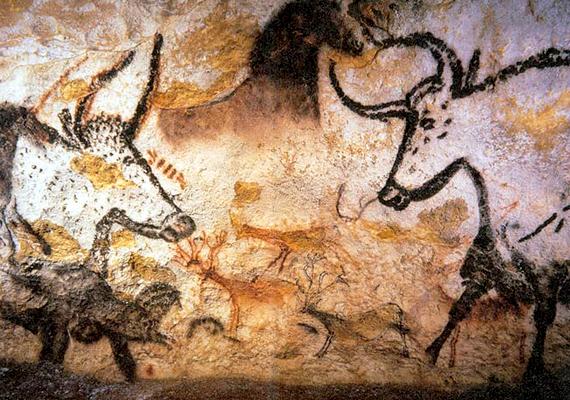 A franciaországi Lascaux-barlang 15-17 ezer éves rajzai 15 éven belül eltűnhetnek, mivel a kutatók és a turisták megjelenése felborította azt a rendszert, amely ilyen hosszú ideig konzerválta a festményeket. Bár a barlangot lezárták, a falakon egy rendkívül ellenálló gombafaj jelent meg, melynek terjedését ez idáig nem sikerült megállítani.