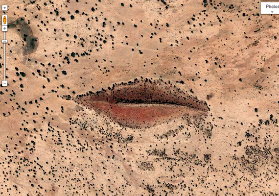 A Szudánban, a dárfúri sivatag területén található felszíni formák különös szájat rajzolnak ki. A képződményt Angelina Jolie és Isten szájaként is emlegetik. Kattints ide, és tudj meg róla többet!