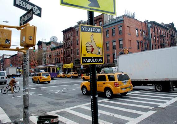 Nagyon jól nézel ki! - New Yorkban így próbálják feldobni a járókelők hétköznapjait.
