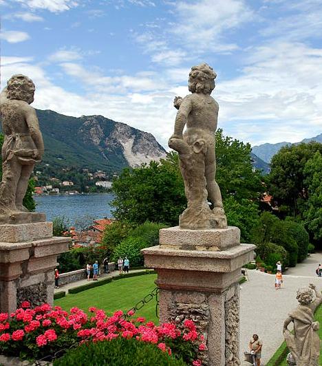 Isola Bella, Olaszország  Az olasz kertművészet remekeként ismert Isola Bella kastélyával és a Maggiore-tó kék vizével mesebeli látványt nyújt. A kizárólag hajóval megközelíthető, a tó közepén fekvő kertet Carlo Borromeo gróf álmodta meg az 1630-as években - a kastély és a hozzá tartozó kert megépítése és kialakítása mintegy negyven éven át zajlott.  Kapcsolódó cikk: A világ legfurcsább kertjei »