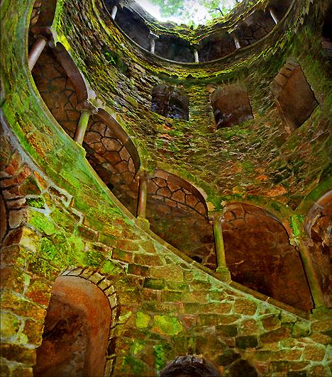 Quinta da Regaleira, PortugáliaA világ egyik legvarázslatosabb helyének tartott Quinta da Regaleira birtok a portugáliai Sintra történelmi központjától nem messze található. A palota és a grottókkal, tavakkal, szökőkutakkal, kápolnával és megannyi tündérmesébe illő díszlettel övezett park az UNESCO Világörökségi Listájára is felkerült.