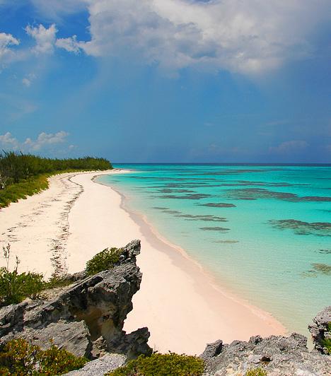 Eleuthera Beach  A Nassautól 80 kilométerre keletre elterülő, 180 kilométer hosszú sziget a Bahamák része, egyben mesebeli partszakaszokban leggazdagabb tagja. Nevét is éteri szépségének köszönheti, a görög eleuthera szó ugyanis azt jelenti: szabad.