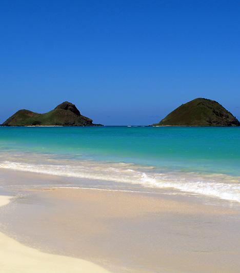 Lanikai Beach  A Lanikai Beach apró szigetekkel körbevett, kristálytiszta vizű partszakasza Hawaii, azon belül is Honolulu legjobb merülőhelye, egyben az úszásra is kiválóan alkalmas. Az egzotikus környezet egyik legtökéletesebb példája - neve is csak annyit jelent, mennyei tenger.  Kapcsolódó cikk: Megtalálták Isten fürdőkádját »