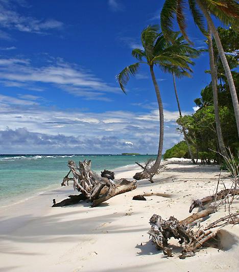 Lhaviyani AtollA Lhaviyani Atoll egy korallzátonyokból felépülő, gyűrű alakú szigetcsoport, egyben a Maldív-szigetek 54 kisebb szigetet magában foglaló tagja. Partszakaszain fehér, pálmafás homokfövenyek és türkizkék lagúnák váltják egymást.