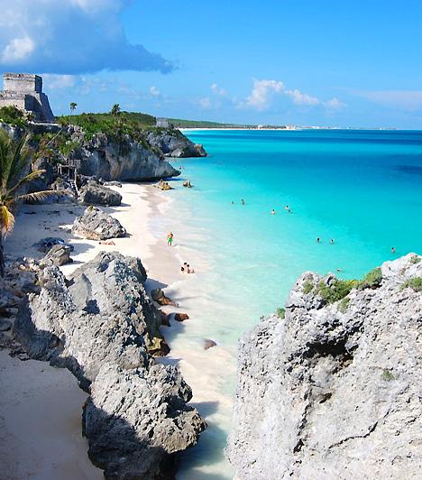 Playa Del Carmen  A Karib-tenger partvidékén fekvő Playa Del Carmen a mexikói állam, Quiantana Roo harmadik legnagyobb városa, egyben leggyönyörűbb tengerparti területe. A strandokat sziklák, fehér homokföveny és apró öblök jellemzik.  Kapcsolódó cikk: A legszebb nudista strandok »