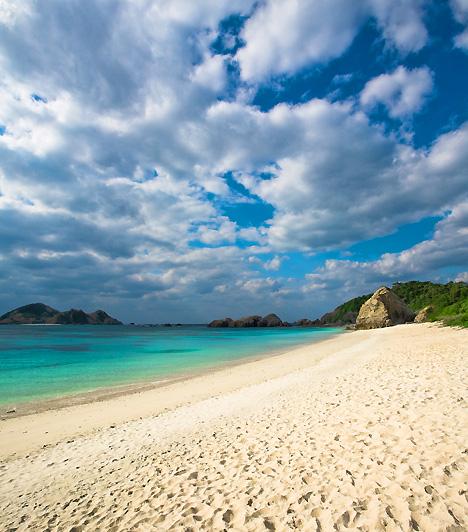 Turtle Beach  A Turtle Beach, vagyis a Teknőspart Japánban, a Yakushima-szigeten terül el. Amellett, hogy az első japán Világörökségi helyszín, a védett tengeri teknősök kedvelt tojásrakóhelyeként is ismert - nevét is ennek köszönheti.  Kapcsolódó cikk: A legfélelmetesebb tengerpartok »