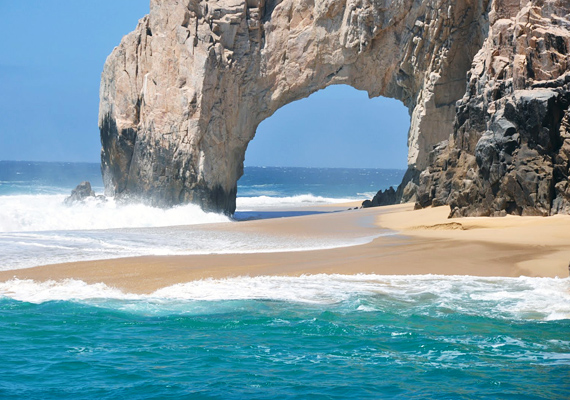 A különleges sziklaformákat a Csendes-óceán hullámai alakították ki.
