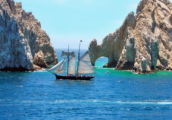 Hajóval az úgynevezett Lands End, azaz a Világvége sziklaformációt közelebbről is meg lehet tekinteni.