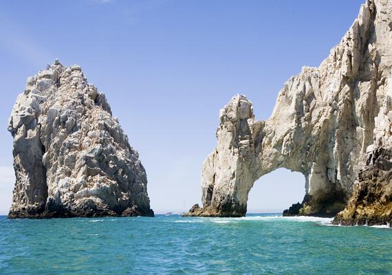 Az sziklaív alatt át is lehet sétálni.