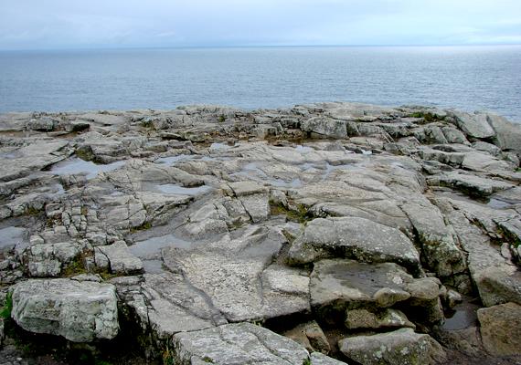 Finistere tengerpartjai mellett híres arról is, hogy ez az a környék, ahol a breton nyelv és kultúra leginkább fennmaradt.