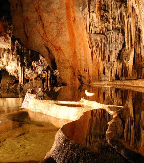 Aggteleki-karszt                         Az Aggteleki- és a Szlovák-karszt összefüggő barlangrendszere Magyarország és Szlovákia közös felterjesztése alapján 1995-ben került fel az UNESCO Világörökségi listájára. A felvétel mellett szóló érvek között a felszín alatti világ változatossága, komplexitása és viszonylagos érintetlensége is fontos szerepet játszott.