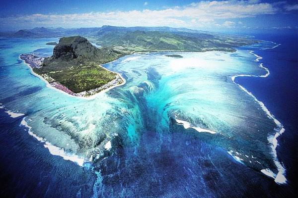 Mauritius gyönyörű, ám megtévesztő illúziója a víz alatti vízesés.