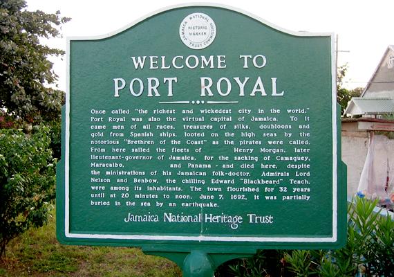 A hírhedt kalózváros, a jamaicai Port Royal jelentős része került 1692-ben örökre a víz alá, miután egy földrengés miatt hatalmas szökőár alakult ki. Mindez a becslések szerint körülbelül ötezer emberéletet követelt.