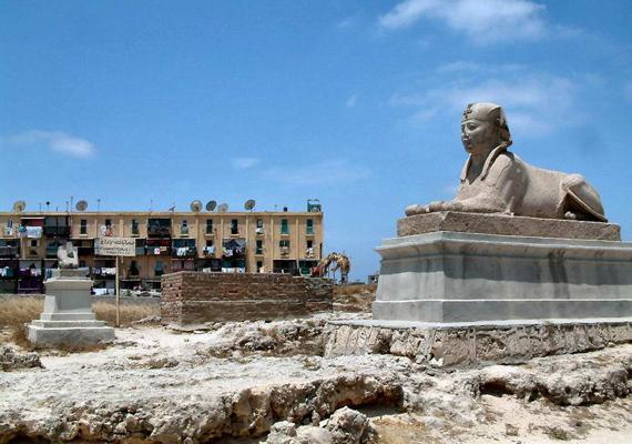 A kikötővárost, Alexandriát egy 4. századi szökőár temette maga alá, a régészek folyamatosan próbálják felszínre hozni az antik értékeket. Ismerd meg közelebbről Alexandria történetét! »