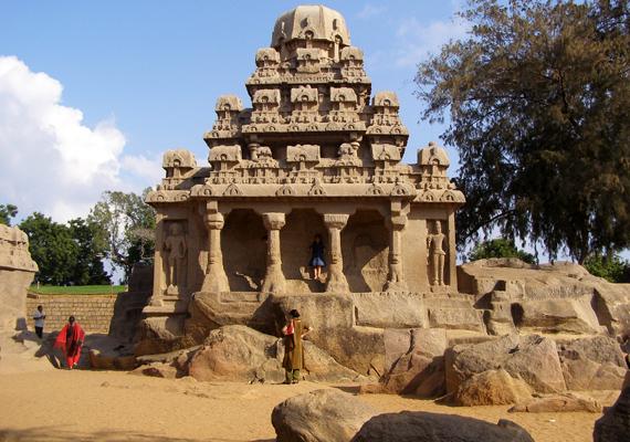 A 2004-es pusztító cunami visszavonulása után fedezték fel India partjainál Mahábalipuram romvárosát, melynek egészen rejtélyes története van. Tudj meg róla még többet! »