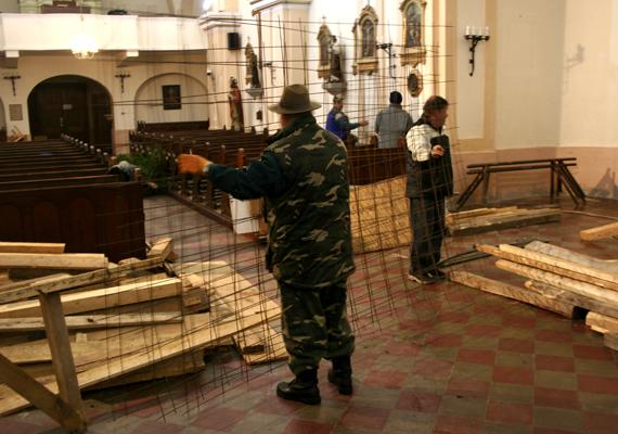 Önkéntes munkával készül el minden évben a betlehem. A Kis-Balaton szomszédságában fekvő, Somogy megyei település római katolikus templomában először 1948-ban építették meg a Jézus születését bemutató betlehemet.
