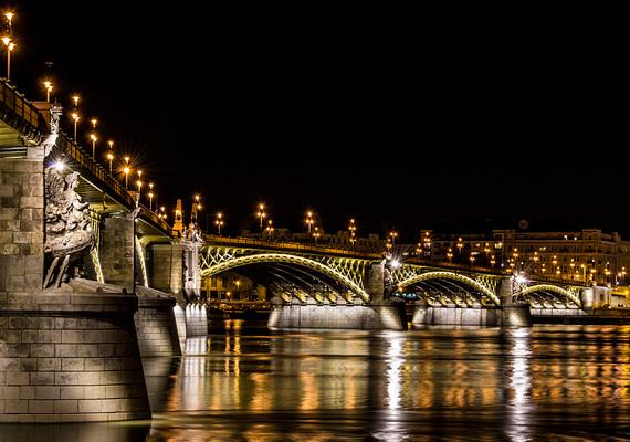 A Margit-hídról készült fotó Rherczeg munkája. A verseny első helyezettje egy 2000 euró értékű utazást nyer Londonba, a Wikimédia-mozgalom éves nemzetközi konferenciájára, a Wikimániára, a további díjazottak pedig 50-től 500 euróig terjedő, fotózással kapcsolatos utalvánnyal lesznek gazdagabbak.