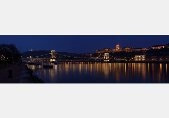 Duna-parti panoráma a Dunával és a rakpartok egy részével Budapesten - a készítő Peter Szvitek. A nagy felbontású képért kattints ide! Ha pedig többet szeretnél tudni a pályázatról, ide kattintva a honlapját is elérheted.