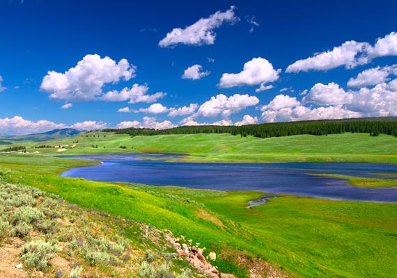 A képen a Yellowstone folyó látható.