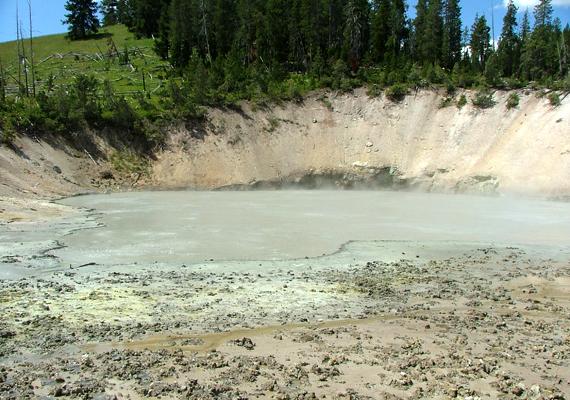 A park területén sárvulkánok is láthatók. Bár igen látványos jelenségeket tudhat a magáénak, a park valójában veszélyes hely, többek között a földrengések is gyakoriak.
