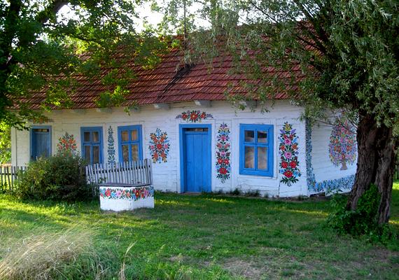 A kis falu egyre nagyobb népszerűségnek örvend az utazók körében.