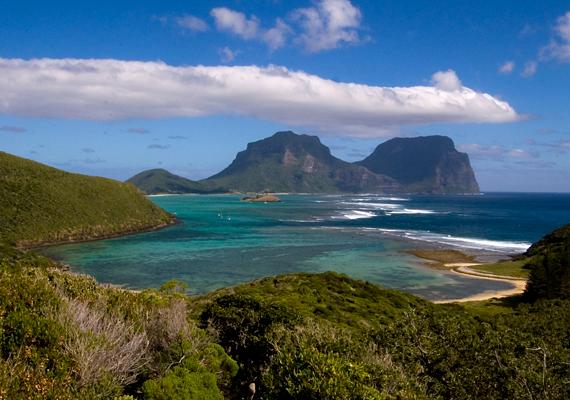 Zealandiához tartozik a Lord Howe-szigetcsoport is, mely különleges szépsége miatt az UNESCO Világörökség listájára is felkerült.