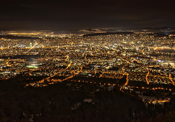 Zürich éjszaka - igazi metropolisz.