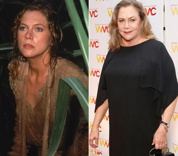 Kathleen Turner alakította az 1984-es A smaragd románcában az írónőt, aki Michael Douglas karakterével kalandozik a vadonban. A 60 éves színésznő mára jó pár kilót felszedett, de igyekszik ironikusan állni a túlsúlyához. Emlékezetes alakítása, amikor a Jóbarátokban Chandler apját formálta meg.