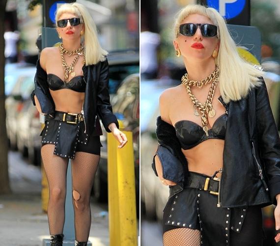 Lady GaGa igazi botránykirálynő, aki szinte képtelen normálisan felöltözni. Ebben a feltűnő szettben New York utcáin flangált.