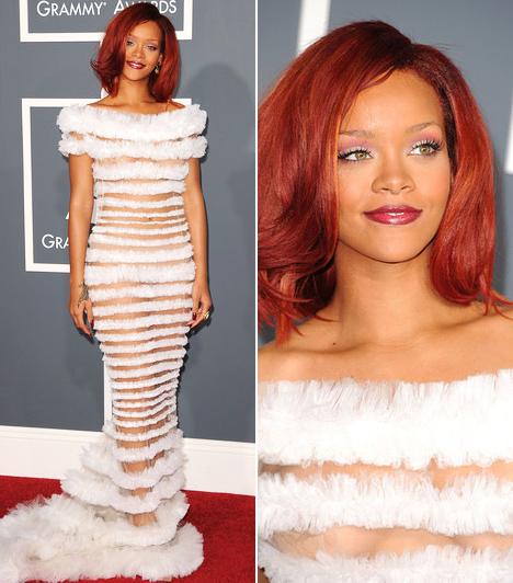 Rihanna  Rihanna ezúttal sem tagadta meg önmagát: szuperdögös Jean-Paul Gaultier ruhája áttetsző volt ugyan, de azért a stratégiai pontokon elhelyezett hófehér szőrmecsíkok diszkréten takarták intimebb testrészeit. A barbadosi énekesnő nemcsak ruhájával vívta ki a figyelmet, hiszen hazavihette élete 4. Grammy-díját: az Only Girl In the World szerzeményt találták a legtáncolhatóbb slágernek.  Kapcsolódó cikk: Rihanna mélyen kivágott ruhában hódított a díjkiosztón »