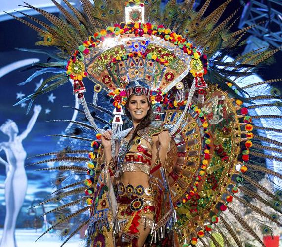 Mexikó szépe a legszínesebb ruha díjáért indulhatott, az azték kultúrát is felidéző szerelésben nem volt könnyű mozognia.