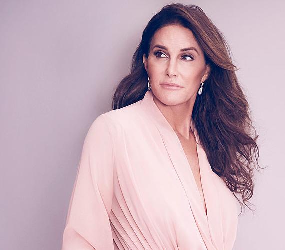 Caitlyn Jenner egy piros lámpánál álló autóba szaladt bele hátulról, ami átsodródott a szembejövő sávba és ott egy harmadik járművel ütközött. A vétlen autó sofőrje, egy idősebb nő a helyszínen meghalt. Mivel Jenner fékezett, igen kicsi annak az esélye, hogy börtönbe kerül, ha mégis, csupán egy évre számíthat.