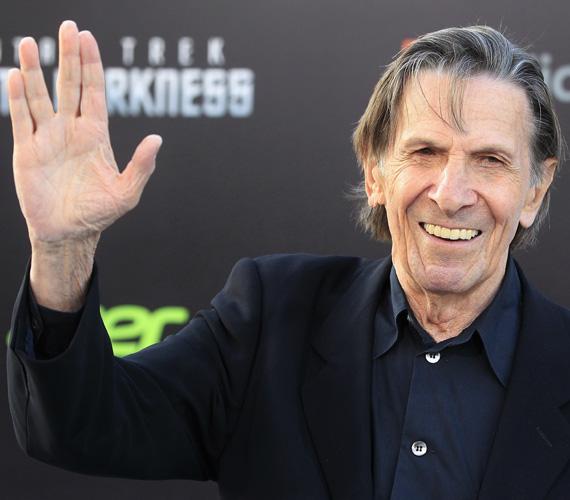 A Star Trek Spock kapitánya, a 83 éves Leonard Nimoy a hónap végén került kórházba súlyosbodó tüdőbetegsége miatt, ám innen már sohasem távozhatott.- Az élet olyan, mint egy virágoskert. Lehetnek tökéletes pillanatok, de ezek elillannak, ha csak meg nem őrizzük őket az emlékeinkben. Hosszú és eredményes életet! - szól az utolsó üzenete, amit közösségi oldalán osztott meg.