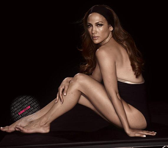 Jennifer Lopezt sokan támadták retusálatlan fotói miatt, pedig az énekesnőnek láthatóan semmi szégyellnivalója nincsen, még mindig fiatalabbnak tűnik, mint amennyi és bombaformában van.