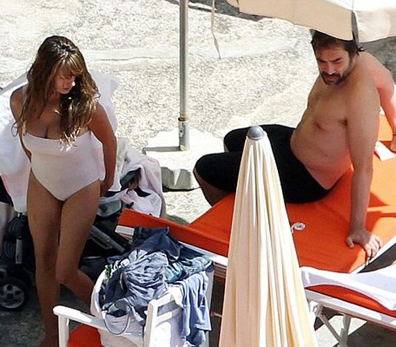 Penélope Cruz alig fél éve adott életet kisfiának, nőies alakján azonban nyoma sincs a szülésnek, nézd meg strandos fotóit!