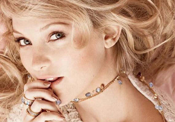 A frissen szült Kate Hudson az Elle magazin szeptemberi számában mutatta meg bájait.