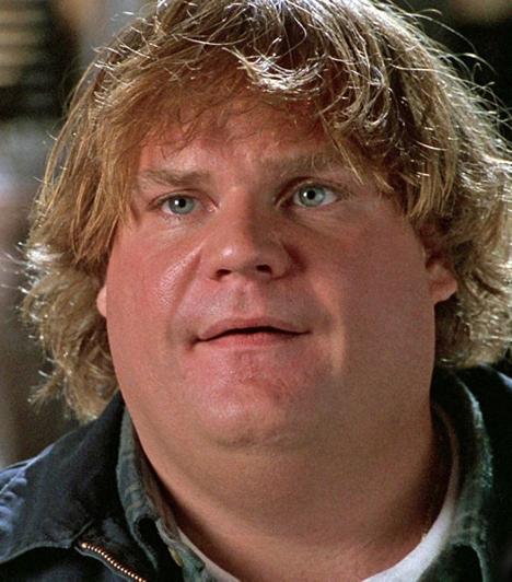 Chris Farley (1964-1997)  Halála előtt többször is volt elvonón, valamint elhízott emberekre specializálódott intézményben. 33 évesen hunyt el, holttestére bátyja talált rá chicagói lakásában. A toxikológiai vizsgálat alapján kábítószer-túladagolás (morfium és kokain) végzett vele.