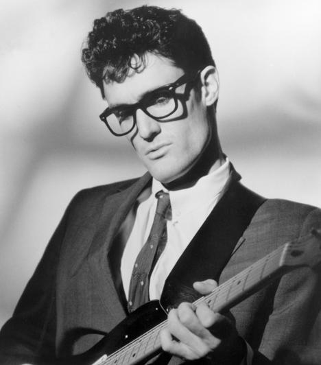 Buddy Holly (1936-1959)  22 évesen repülőgép-szerencsétlenségben vesztette életét. A gép 270 km/órás sebességgel csapódott a földbe, az utasok testeit pedig a a roncsoktól néhány méterre találták meg. A vizsgálatok szerint nem műszaki hiba okozta a tragédiát, hanem a pilóta hibázott. A baleset úgy vonult be a zene történelmébe, mint a nap, amikor a zene meghalt.