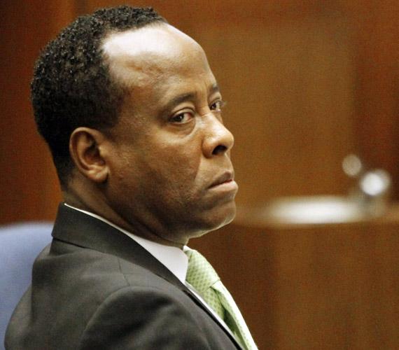 Kétnapos tanácskozást követően bűnösnek találta az esküdtszék Michael Jackson egykori orvosát, Conrad Murray kardiológust.
