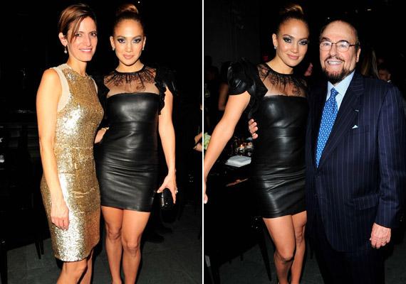 Jennifer Lopez egy szexi fekete bőr miniruhában érkezett a Glamour-díjátadóra, a dögös koktélruhát a Valentino divatháznál álmodták az énekesnő nőies formáira.