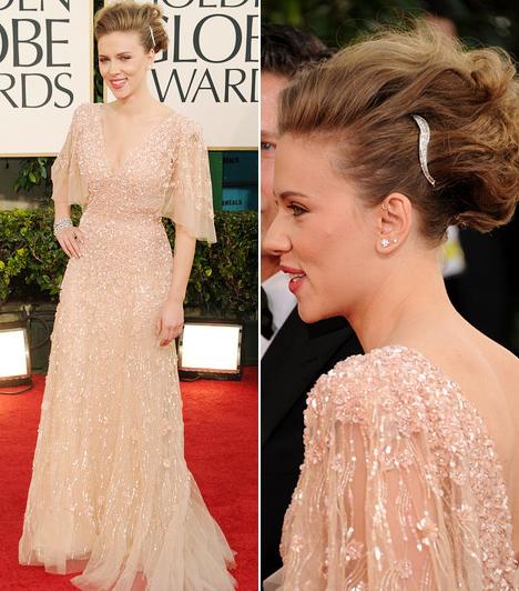 Scarlett JohanssonScarlett Johansson ezúttal a könnyed eleganciára szavazott - púderszínű Eli Saab estélyije egyszerre volt nőies és visszafogottan szexi, feltűzött haja és természetes sminkje pedig csak erősítette az összhatást.Kapcsolódó cikk:Drámai változás! Meglepő külsővel kapták lencsevégre a szőke színésznőt »